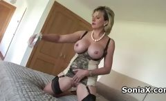 Mature blonde hottie vibrating clitoris 