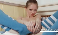 Flexible Gloria playing with her petite snatch